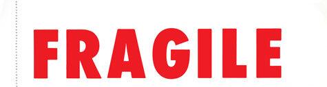gbc Etichetta -FRAGILE- 70x250mm, dicitura in rosso. 100 etichette in carta, riunite in un blocco pinzato, staccabili ed utilizzabili singolarmente.