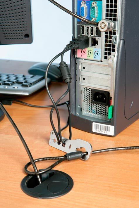 acco Antifurto per mouse e tastiere Cable Saver Insieme a un dispositivo di sicurezza Kensington permette di proteggere le periferiche, come ad esempio il mouse e la tastiera. Compatibile con: 64162, 62696, 1500138, 1500297, 1500150, 1500298 Garanzia: 2 anni..