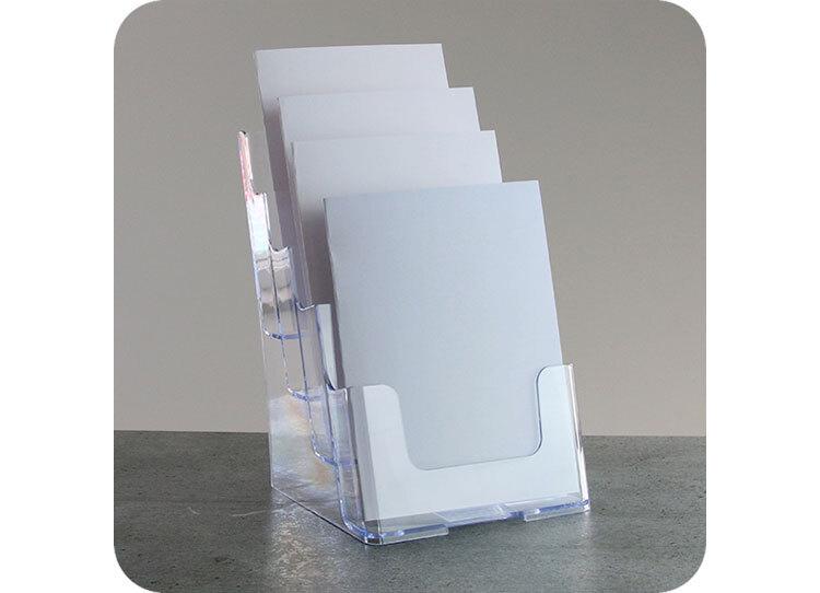 legatoria Porta opuscoli formato A5 TRASPARENTE, 4 scomparti. Dimensioni 172x158x254mm a disposizione verticale, in polistirene da 2mm.