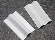 legatoria Soffietto autoadesivo interno prepiegato 60x20mm  Materiale telato. Perfette per una facile produzione di cartelline e buste con capienza variabile. La parte adesiva si applica sulla superficie interna della cartellina.