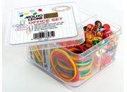 molholeone Office set: fermagli, elastici e puntine l'office set è composto da: 120 fermagli colorati plastificati misura  3 (28mm), 120 fermagli zincati misura  3 (28mm), 15 grammi di elastici assortiti, 120 puntine colorate.