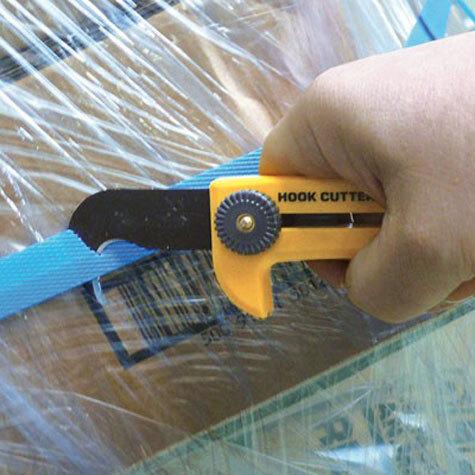 gbc Cutter Olfa a uncino HOK-1 per impieghi pesanti con lama a uncino in acciaio-carbonio.  Ideale per il taglio di reggette in plastica, cartonaggi , carta catramata.  Sistema di bloccaggio della lama a vite, inseribile indifferentemente sui due lati per facilitare dunque l'utilizzo sia dei mancini che dei destrorsi. Particolarmente indicato per la dilatazione di micro-cavillature a muro, per facilitare le operazioni di stuccaggio e di ritocco; impiegato anche per la rimozione dei distanziatori plastici utilizzati nelle fasi di posa di pavimentazioni e-o piastrelle, grazie alla punta dell'uncino che rende l'azione estremamente più agevole. Lama ad uncino brunita e riaffilabile. Lunghezza: 175mm.  Compatibile con lame di ricambio HOB-1. Prodotto originale giapponese, MADE IN JAPAN.