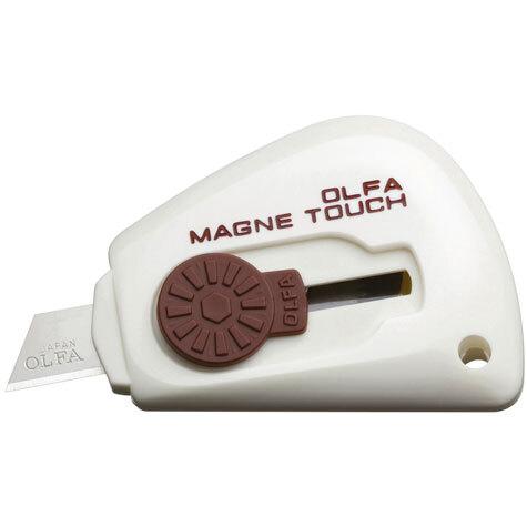 gbc Cutter tascabile magnetico Olfa TK-3M BIANCO taglierino portatile magnetico con lama in acciaio inox. Grazie alla calamita interna è possibile l'adesione su qualsiasi superficie metallica.