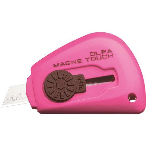 gbc Cutter tascabile magnetico Olfa TK-3M ROSA taglierino portatile magnetico con lama in acciaio inox. Grazie alla calamita interna è possibile l'adesione su qualsiasi superficie metallica.