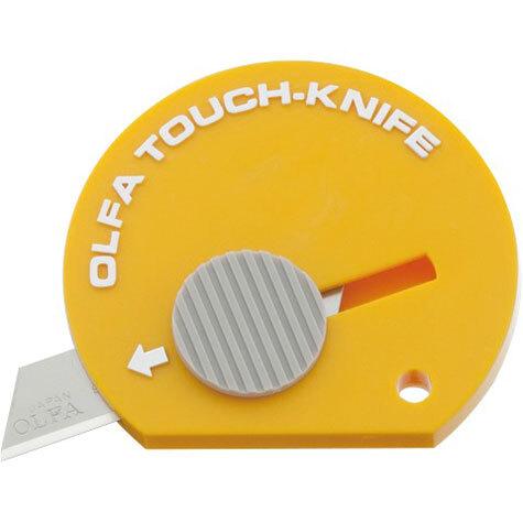 gbc Cutter tascabile Olfa TK-4 GIALLO mini cutter con lama in acciaio. Può essere utilizzato per una moltitudine di impieghi ed entra facilmente in tasca, nella borsetta, sulla scrivania o nel vano portaoggetti dell'auto..